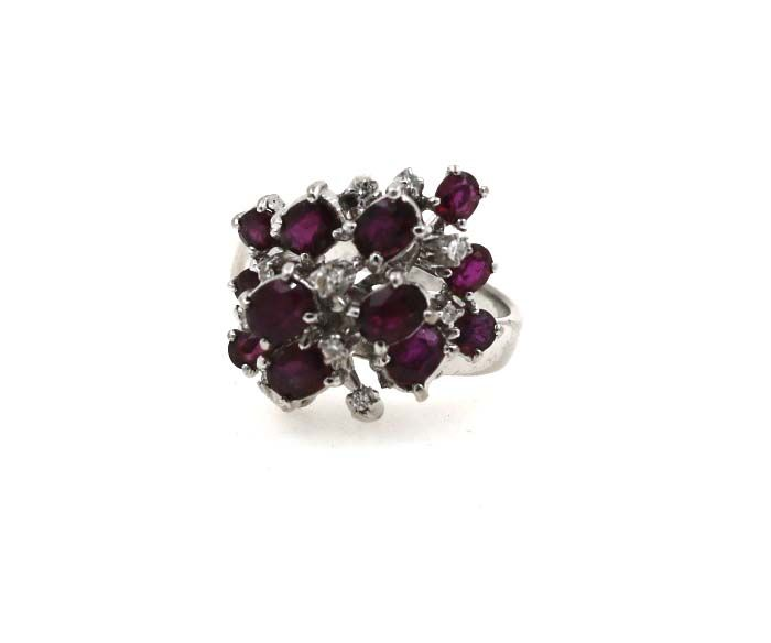 18 kt white gold women's ring with 0.15 ct diamonds and approx. 5.00 ct rubies - ring size: 55 (EU)