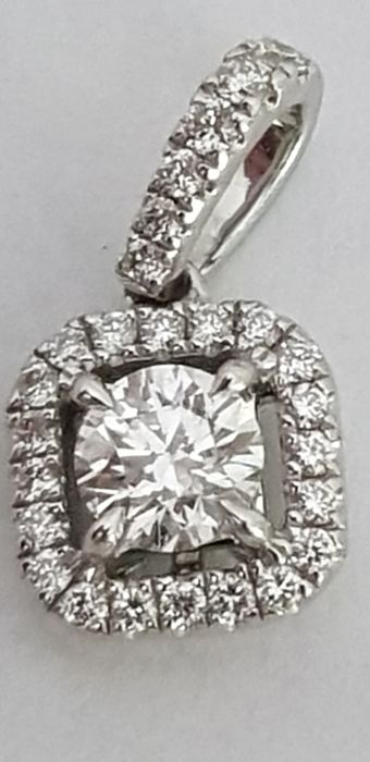 wonderful pendant with 0.50 ct diamond