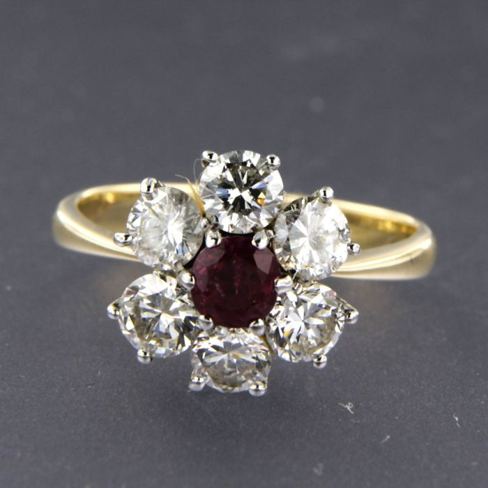 14 kt, bi-colour gold entourage ring set with a central ruby, approx. 0.64 carat in total, surrounded by 6 brilliant cut diamonds, approx. 1.50 carat in total