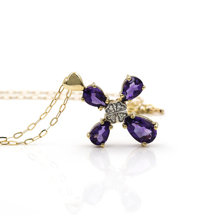 18 kt (750/1000) yellow gold - Choker with cross - Diamonds of 0.05 ct – Amethysts of 3 ct – Necklace length: 42 cm