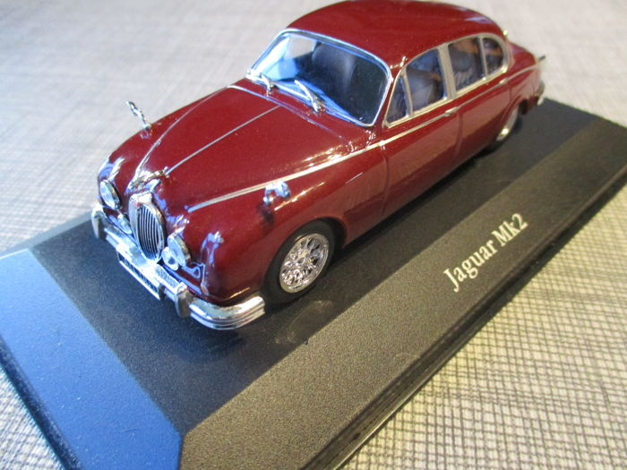 Premium Classixxs - 1:43 - Jaguar MK2 - Triple 9 collection