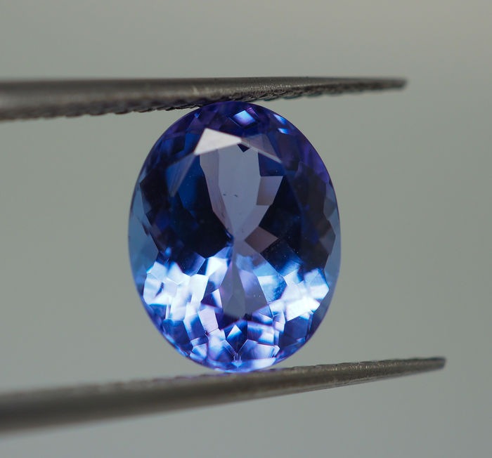 Tanzanite - 3.68 ct - No Reserve