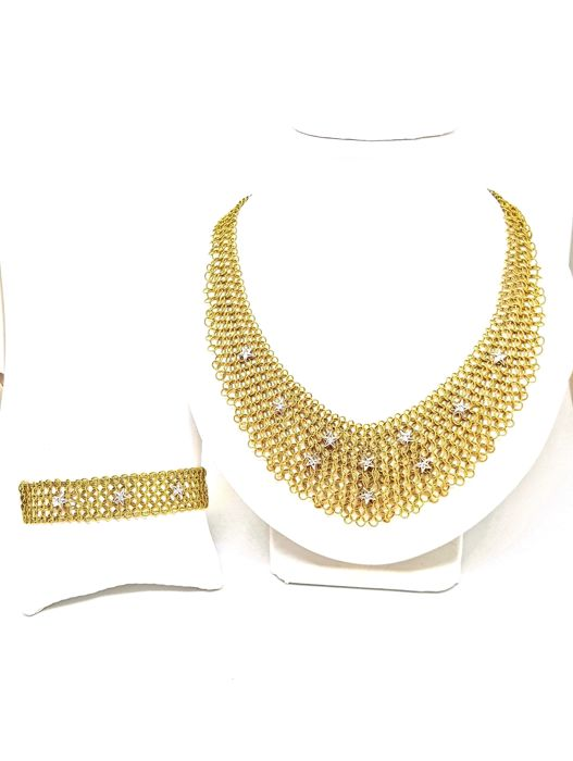 Vintage set of 18 kt yellow gold necklace and bracelet with brilliant cut diamonds and cabochon sapphires. Weight 73.20 g