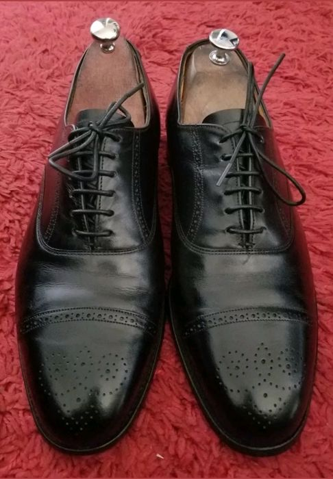 Lace-up Derby shoes with ornate toe GRENSON 8.5 / 42.5, good condition.