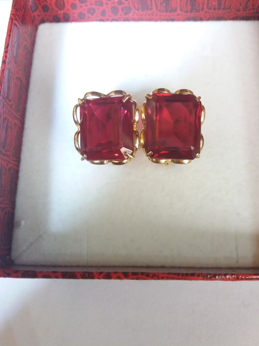 Earrings from the 1970s with emerald cut rubies, 28 ct, blood-red colour