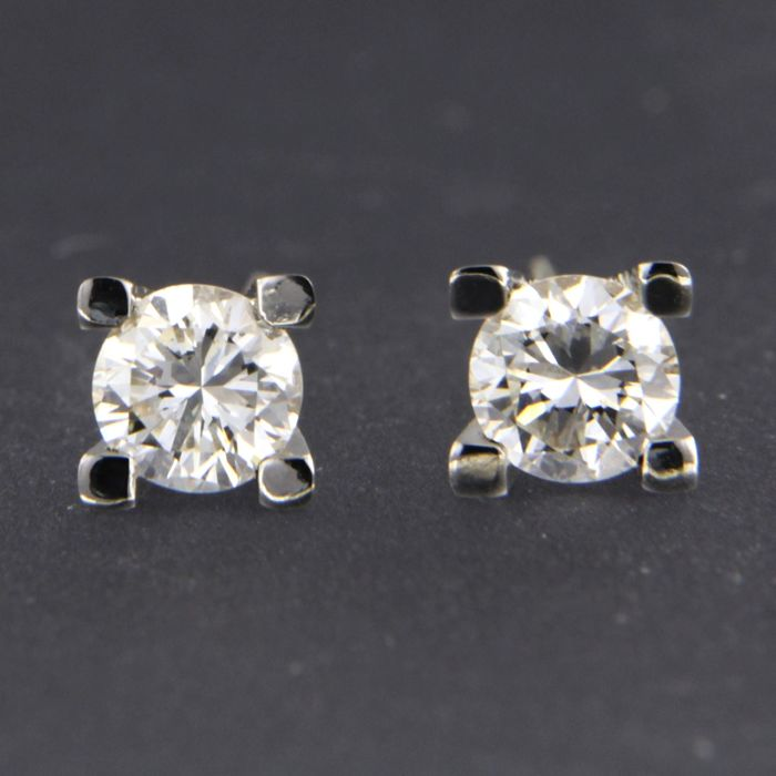 - no reserve price - 14 kt white gold solitaire stud earrings, set with brilliant cut diamond, approx. 0.66 carat in total