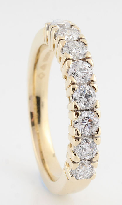 14kt gold diamond ring total approx . 1.00ct / weight: 5.60gr /  size  56.5 / G-H / VS2-VS1 /
