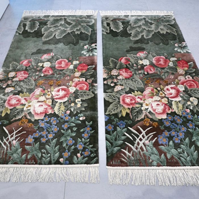 Silk decorative set, China - 124 x 61 cm (2x)