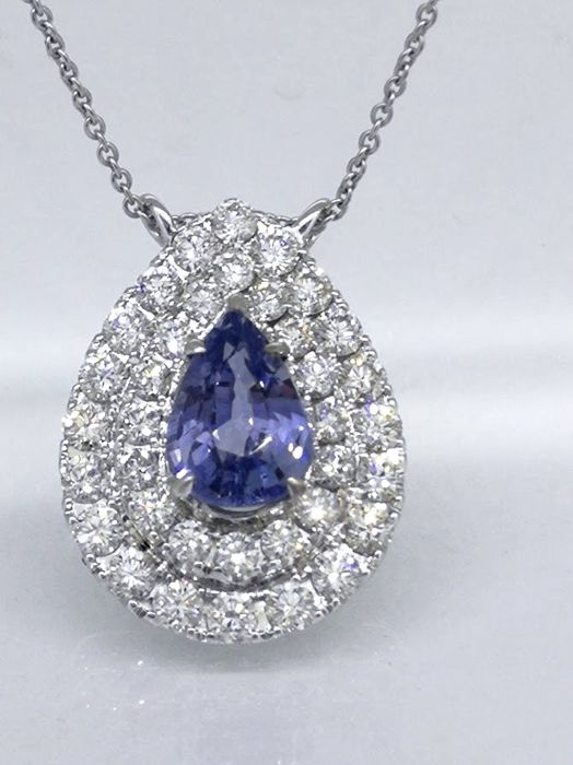 Pendant with  blue sapphire 0.92 ct & 36 brilliant-cut diamonds -  total 0.70 ct  *** zonder reserveprijs ***