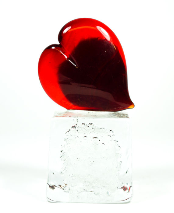 Thomas Apa (Murano) - 1 red heart on a base