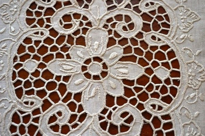 Set of 6 doilies in pure Dutch linen with relief cutwork and satin stitch embroidery, made entirely by hand