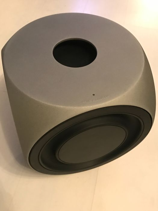 Beolab 2 actieve subwoofer 850 watt aan laag vermogen the top of the top