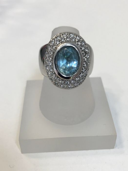 Aquamarine 2 ct, 1.65 ct brilliants ring, 14 kt gold