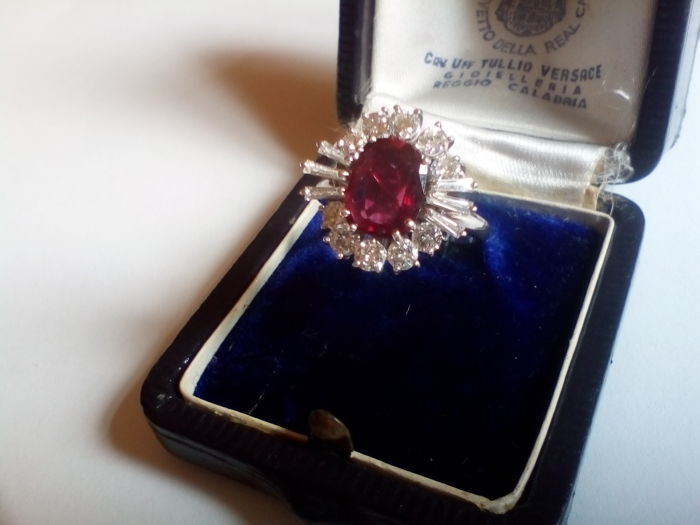White gold ring with ruby for 1.90 ct and diamonds totalling 0.70 ct