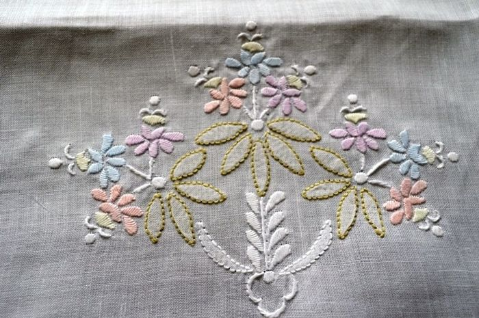 Fine 3+3 towels, made of pure 100% linen with handmade satin stitch embroidery