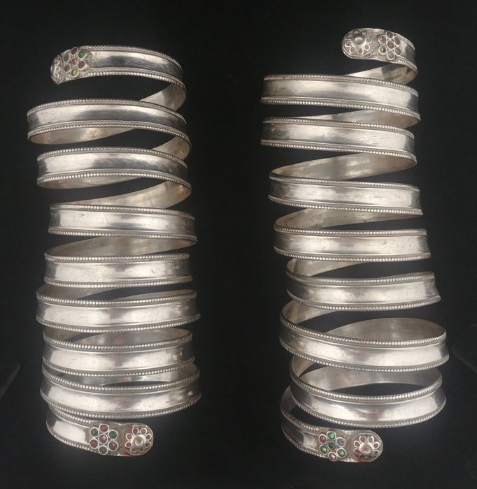 Pair of antique long spiral bracelets in silver - Afghanistan, early 20th century
