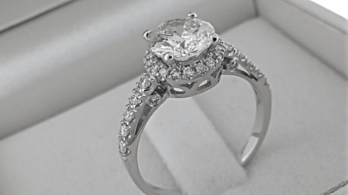 1.85 Ct round diamond ring made of 14 kt white gold - size 7