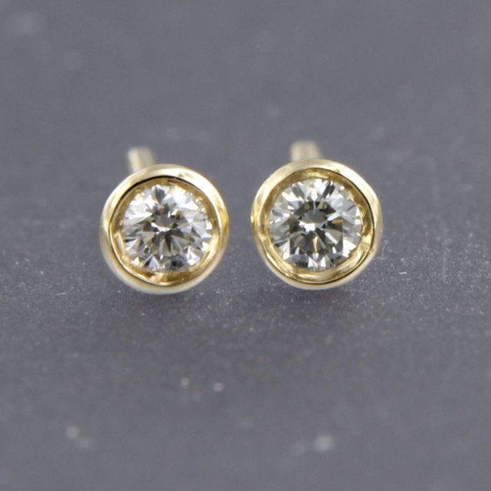 14 kt yellow gold solitaire ear studs, set with brilliant cut diamond of approx. 0.12 ct in total, dimension: 3.4 mm wide