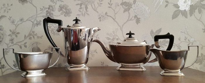 Silver plated 4-piece tea set with simple and linear design - Made in England - Sheffield