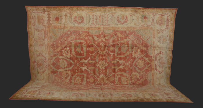 1880s Turkish Ushak Rug Large Size 305 x 390 cm