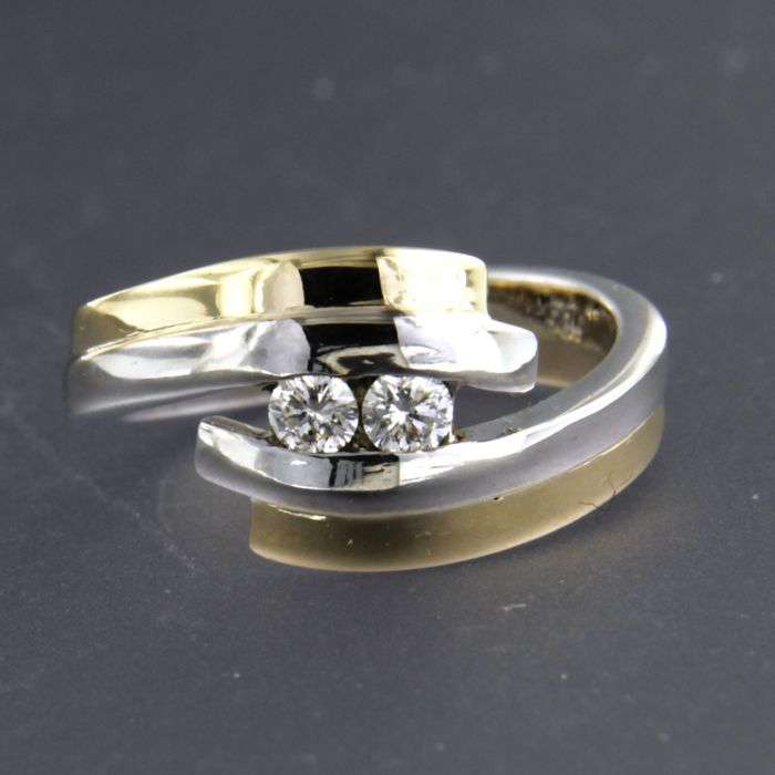 14 kt bi-colour gold ring set with 2 brilliant cut diamonds, approx. 0.18 ct in total