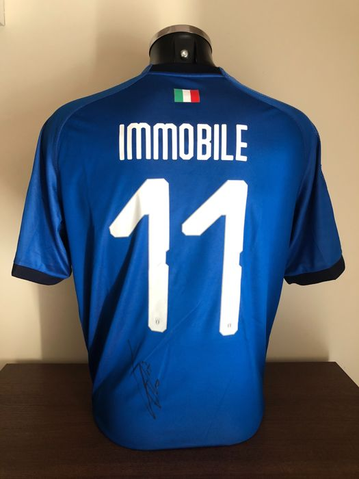 Ciro Immobile signed Italy home World Cup 2018 shirt with photo of the moment of signing and COA