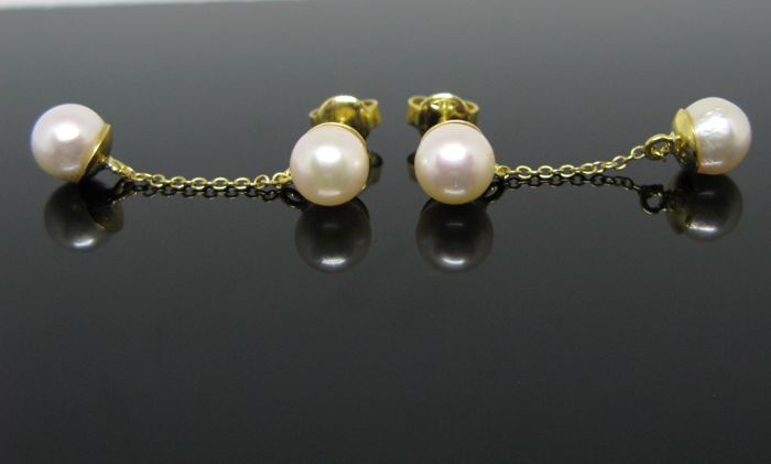 18 kt Yellow gold, pending earrings set with 4 white- pink Akoya round pearls Ø 7  mm diameter No reserve price