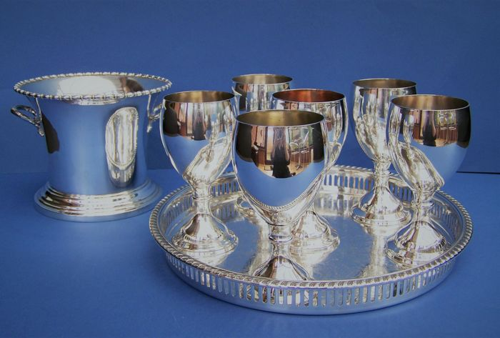 English Silver Plated 1860s Ice Bucket, Together With 6 Silver Plated Goblets & Silver Plated Tray