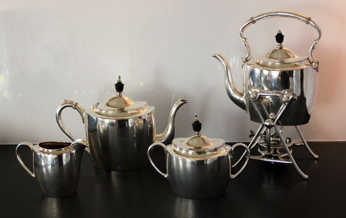 Kirby Beard & co. LD Sheffield - tea set with samovar, burner with its original wick