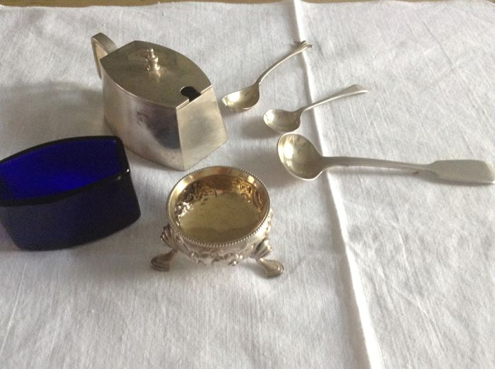 Collection of English silver: mustard pot, salt shaker with gilding and a mustard spoon.