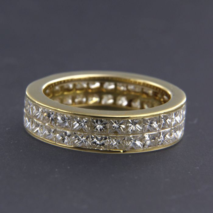 18 kt Yellow gold eternity ring set with approx. 54 princess cut diamonds, approx. 3.50 ct in total  - ring size 16 (50)