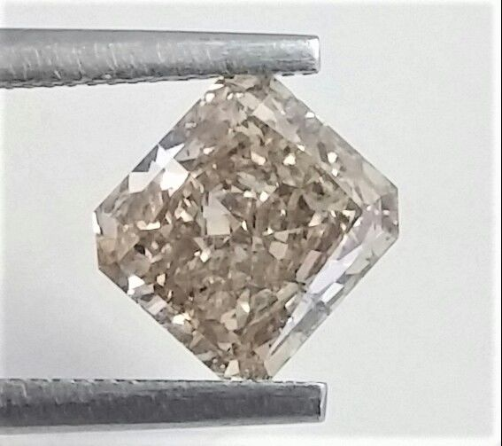 Diamond - 1.61 ct - Radiant - light brown - SI2
