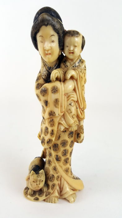 Ivory Okimono of Woman holding infant - Japan - ca. 1925 (Taisho period)