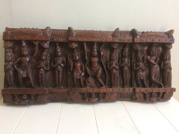 Wooden part with carved figures of Krishna - India - 2nd half 20th century (45 cm)