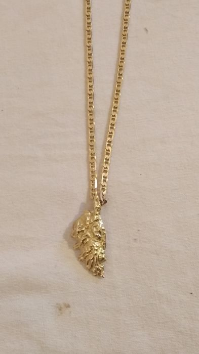 Mens chain and pendant in 18 kt gold measuring 56 cm in length and mens chain and pendant in 18 kt gold measuring 56 cm in length and weighing aloadofball Image collections