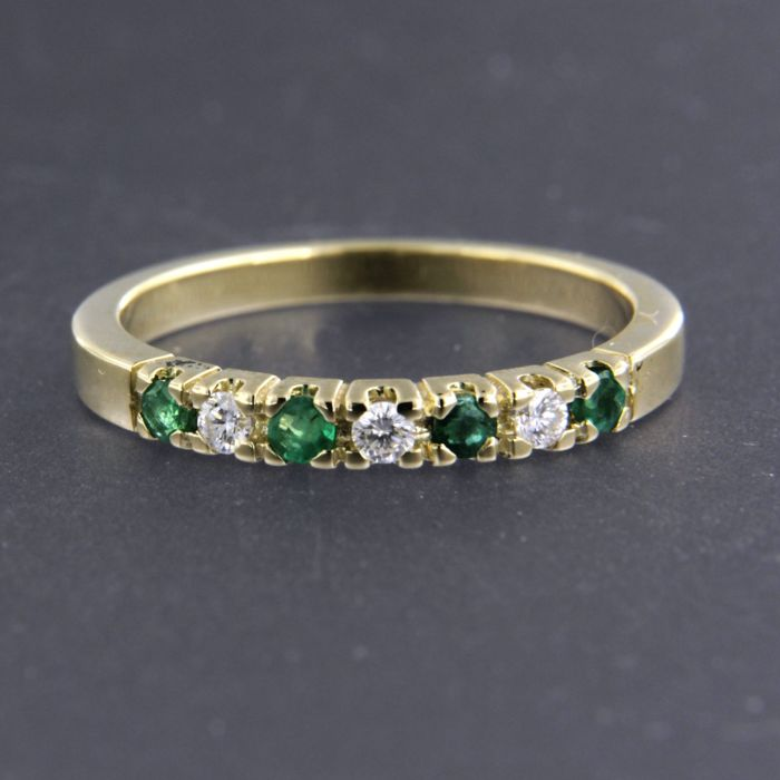 14 kt yellow gold ring set with brilliant cut emerald and diamond, approx. 0.14 ct in total