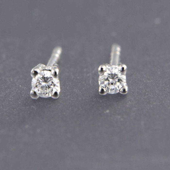 14 kt white gold solitaire ear studs set with brilliant cut diamond approx. 0.10 carat in total