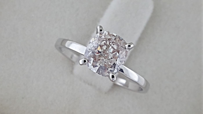 1.64 ct  cushion diamond ring made of 14 kt white gold - size 6.5