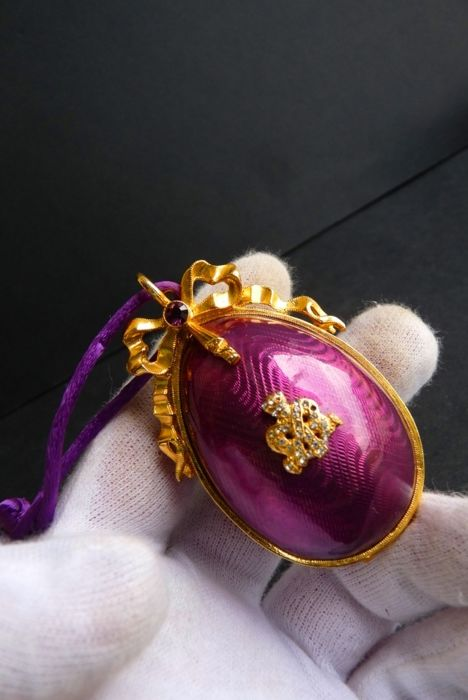 Imperial Fabergé - Collector's Egg - 'Christmas Purple Egg' - Enamel - Rhinestones - 24 k gold plated finish - Signed