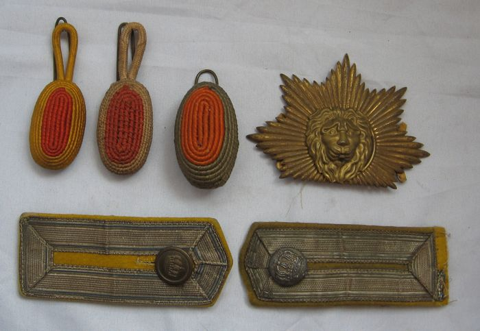 Netherlands shako plate cockades and epaulettes