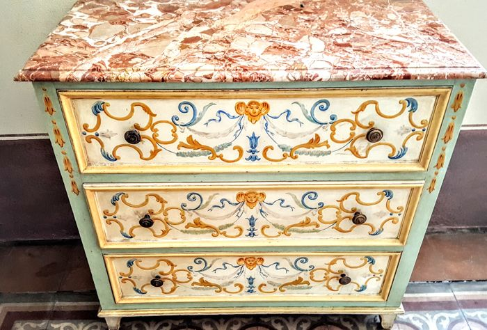 Small dresser in painted wood, finely decorated, with a precious marble top surface - Monferrato, Italy - early 20th century