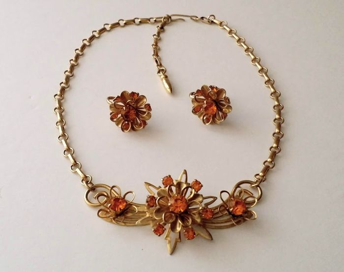 777629ac2 1950's Coro Gold Plated Necklace and Earrings Set - Catawiki