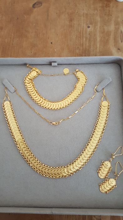 Beautiful gold set
