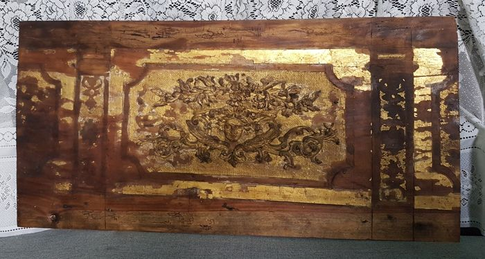 Overdoor decoration in fir wood depicting the face of winged Mercury, gold leaf gilding - Venice, early 18th century