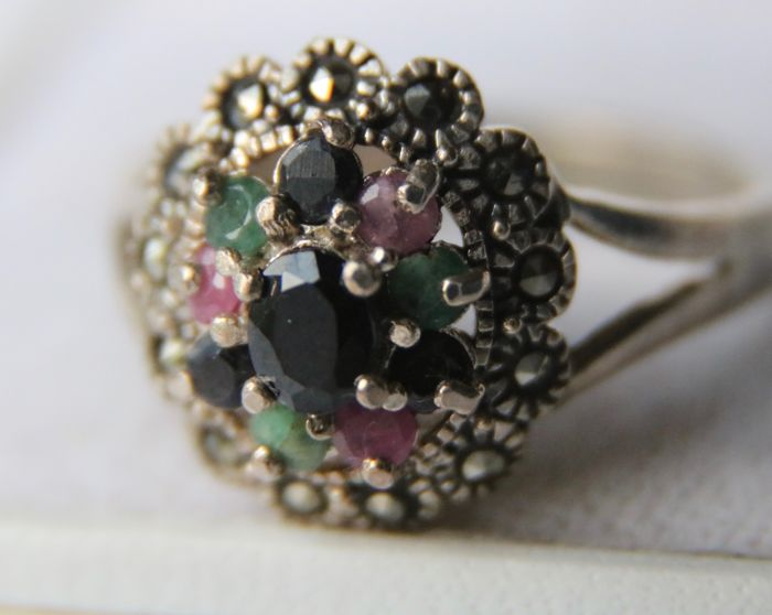 Antique silver ring set with natural Sapphires, Rubies and Emeralds for 1.28ct in an excellent condition **No Reserve**