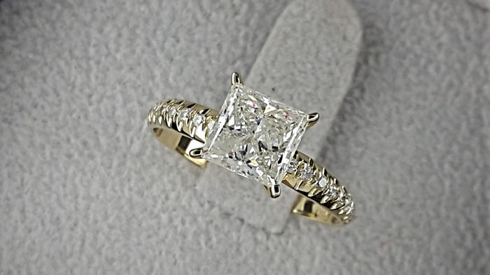1.45 TCW Round Diamond Engagement Ring in 14 kt Gold