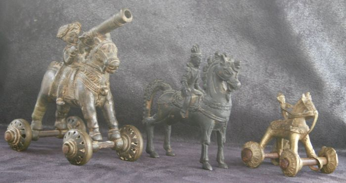 Equestrian statues in bronze antique from Bastar to Orissa - India - mid 20th century