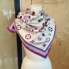 Louis Vuitton - Foulard *No minimun price*
