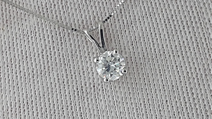 0.70 carat D/VS2  Diamond Solitaire Pendant Necklace in 14 kt white gold