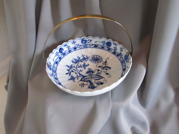 Ernst Teichert Meissen Zwiebelmuster serving tray with brass handle